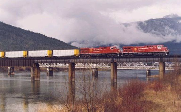 Canadian Pacific puts railway up for sale