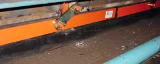 Conveyor skirting stops spillage