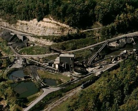 Three trapped KY miners rescued