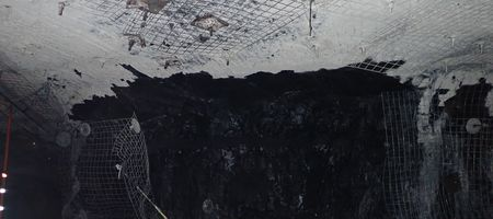 Falling coal injures mine workers