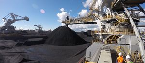 Newcastle port offers coal exporters long-term price deal